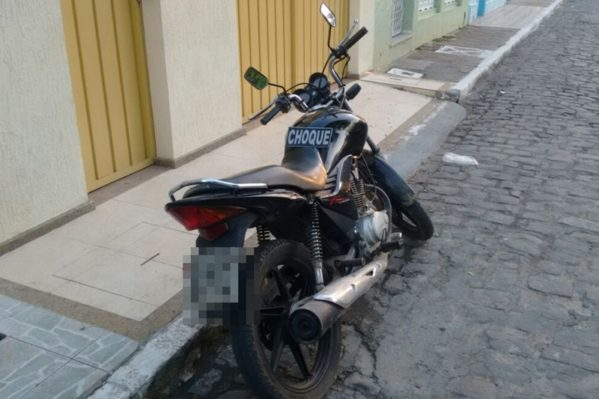 PM prende dupla em posse de moto adulterada em São Cristóvão