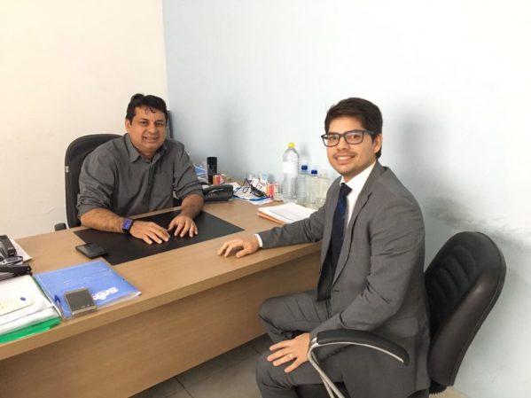 Diretor-presidente do SAAE, Carlos Melo e o presidente da Comissão de Defesa do Consumidor da OAB/SE, Eduardo Araújo