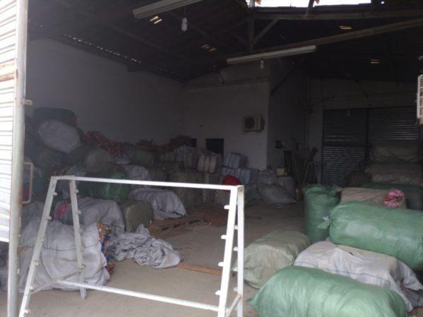 Carga de tecido foi roubada na Bahia e estava sendo comercializada no interior de Sergipe