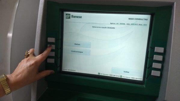 Servidor da Prefeitura de Aracaju agora pode consultar contracheque nos terminais do Banese e Caixa