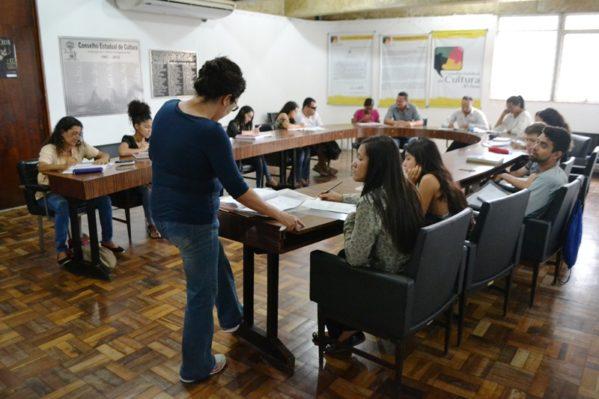 Biblioteca Pública oferece cursos gratuitos de inglês básico, braille e informática
