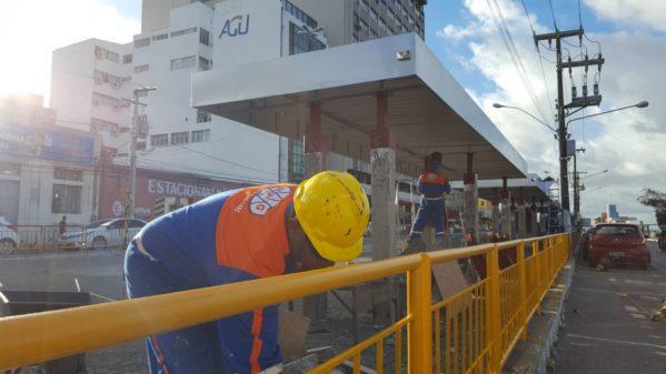 SMTT realiza recuperação de corredor de ônibus na avenida Rio Branco