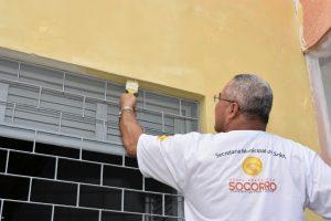 Prefeito de Socorro realiza mutirão de pintura em escola municipal