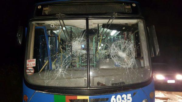 Ônibus é alvo de vandalismo em São Cristóvão