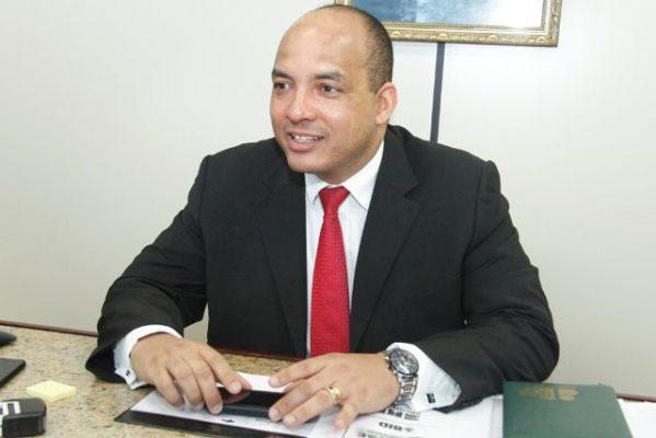 Adir atua em parceria com o advogado sergipano, Fabiano Feitosa