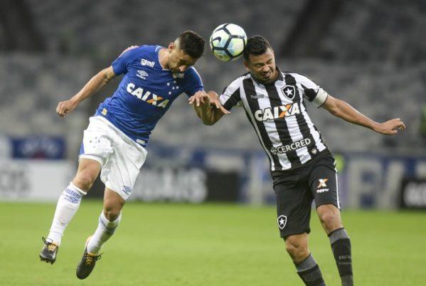O Botafogo segurou o Cruzeiro e quase venceu o jogo, mas voltou com o empate de Belo Horizonte Washington Alves/Light Press/Cruzeiro