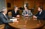Presidente do TCE recebe Eduardo Amorim para tratar da visita do prefeito de São Paulo