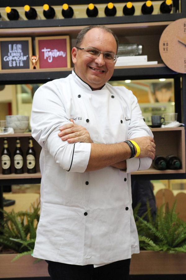 """O jornalista Ely Augusto é um dos finalistas do desafio """"Meu Pai é um Grande Chef"""""""
