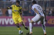 Flamengo sofre 'apagão' e leva virada do Santos no Pacaembu
