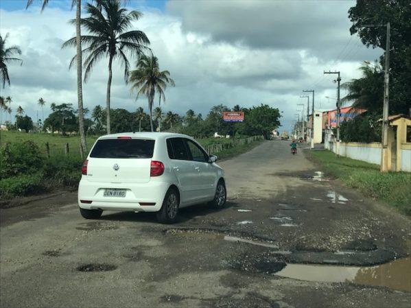 Buracos no asfalto, falta de sinalização e de fiscalização estão entre queixas. DER diz que operação tapa-buracos será realizada nas próximas semanas