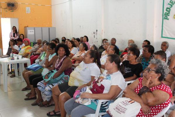 Lei Maria da Penha é tema de palestra para idosos do CRAS