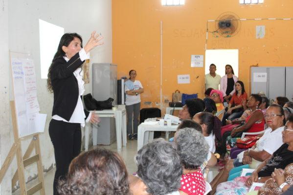 A palestrante e assessora jurídica do Creas de São Cristóvão, Kalyna Tormes