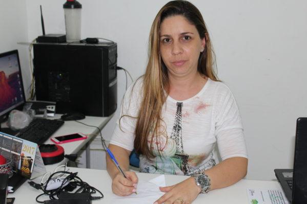 A psicologa e coordenadora do CRAS Gilson Prado Barreto, Paloma Gheise (foto: ascom/PMSC)