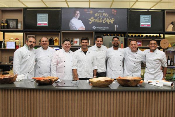 No sábado (12), competidores participarão de prova final comandada por Victor Castelo (MasterChef 2016) na cozinha instalada no Shopping Jardins