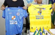 Jackson recebe atacante do Chelsea Diego Costa