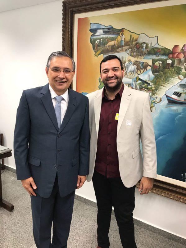 Senador Eduardo Amorim com o prefeito de São Miguel do Aleixo