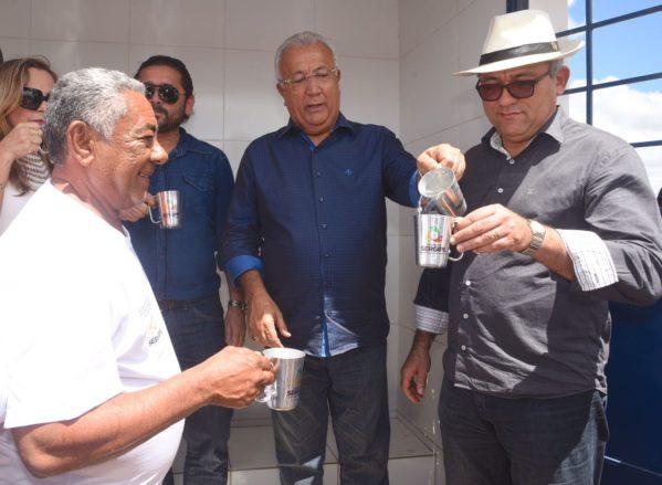 Jackson entrega sistema de abastecimento de água em Canindé