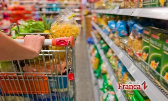 Assinado decreto para que supermercados abram aos domingos e feriados