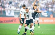 Corinthians vence Vasco com gol de mão de Jô