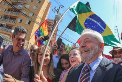 O ex-presidente Lula (PT), com 35% das intenções de voto, também disparou no Datafolha.