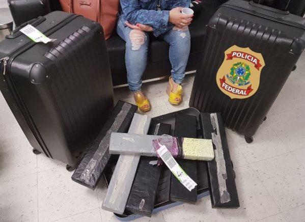 Apreensão aconteceu no Aeroporto Internacional Aluízio Alves. Passageira foi flagrada com 45 mil comprimidos da droga