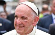 Papa Francisco se fere no rosto em passagem pela Colômbia