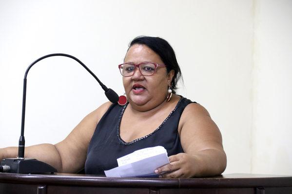 Representante dos desportistas de Rosário do Catete, Adriana Xavier, pôde reivindicar patrocínio para a realização do 1º Encontro dos Skatistas do Vale do Cotinguiba (foto: ascom/Câmara)