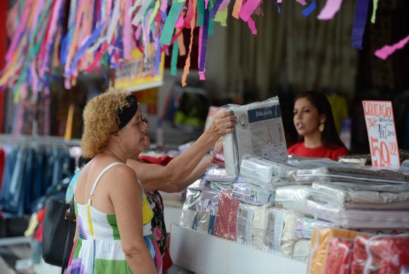Banco Central eleva projeção de crescimento da economia para 0,7% este ano