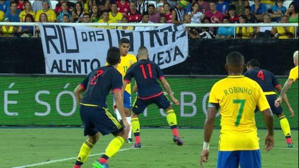 Brasil joga contra a Colômbia defendendo sequência de nove vitórias