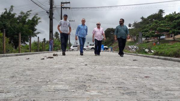 Prefeito e deputado visitam obras, em andamento no município
