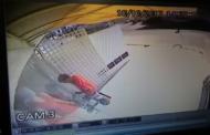 Polícia divulga vídeo com ação de assaltantes em loja de roupas no Grageru; assista