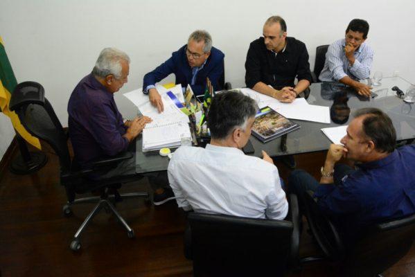 Prefeito Marcos Santana participa de audiência com governador e solicita obras para São Cristóvão