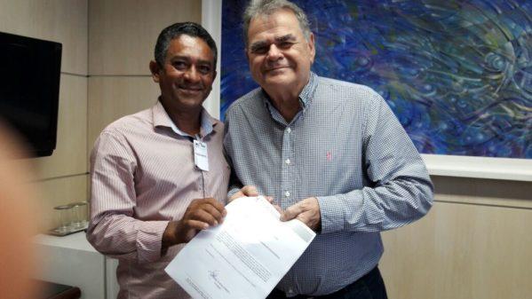 Atendendo sugestão do conselheiro Carlos Alberto, Presidente da Câmara Municipal de São Cristóvão, Vanderlan Correia deve se preparar para a realização de concurso público para alguns cargos da Casa.