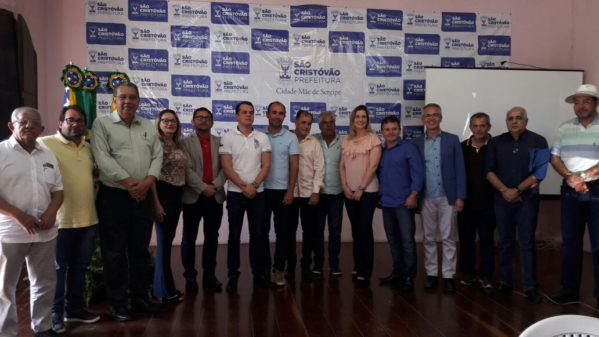 prefeitos que se reuniram na manhã desta sexta-feira (13), em São Cristóvão, onde foi elaborado um documento intitulado Carta dos prefeitos