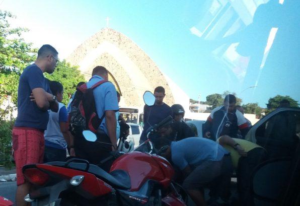 Acidente deixa dois motociclistas feridos na Av. Visconde de Maracaju
