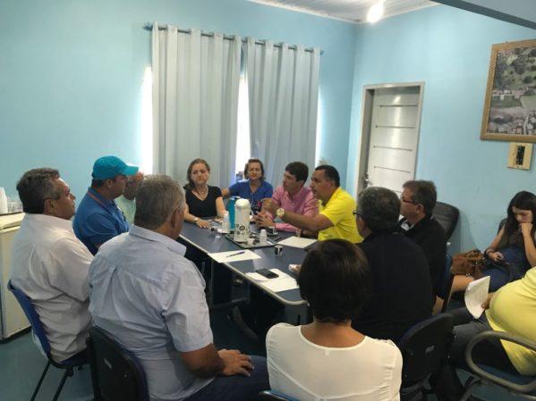 Prefeitos participam de reunião para discutir crise econômica