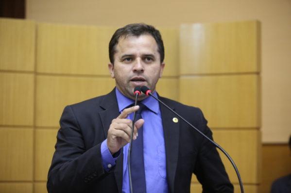 Jairo diz que diretor usa o DER para cooptar lideranças