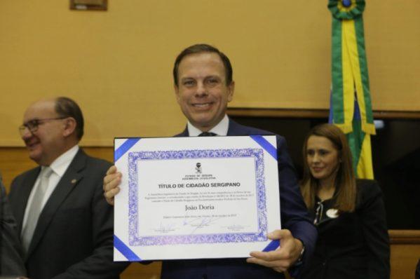 Prefeito de São Paulo João Dória recebe título de cidadão sergipano na Alese