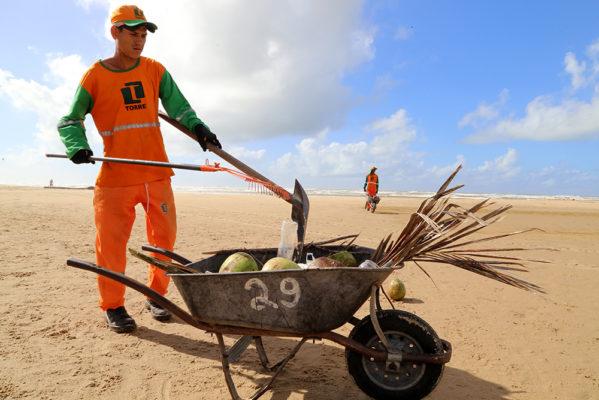 Prefeitura de Aracaju cria projeto para reduzir quantidade de lixo nas praias