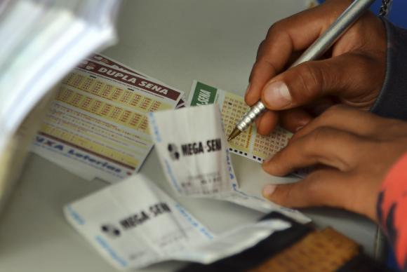 Mega-Sena pode pagar R$ 20 milhões neste sábado