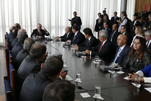 O governador Jackson Barreto participou, no início da tarde desta quarta-feira, 22, em Brasília, de uma reunião promovida pelo presidente Michel Temer com treze governadores e três vice-governadores para explanar sobre os projetos propostos pelo Palácio do Planalto.