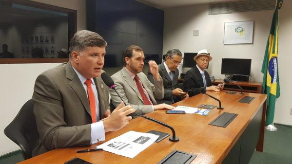 A Federação dos Municípios de Sergipe (FAMES) esteve presente à sessão, representada pelo prefeito de Ilha das Flores, Christiano Beltrão.