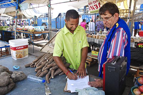 Prefeitura de Aracaju notifica feirantes sobre desocupação da praça João XXI, na Rodoviária Velha