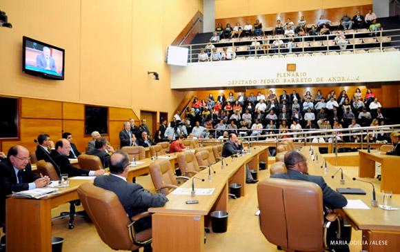 Deputados aprovam projeto que garante estabilidade ao servidor da FHS