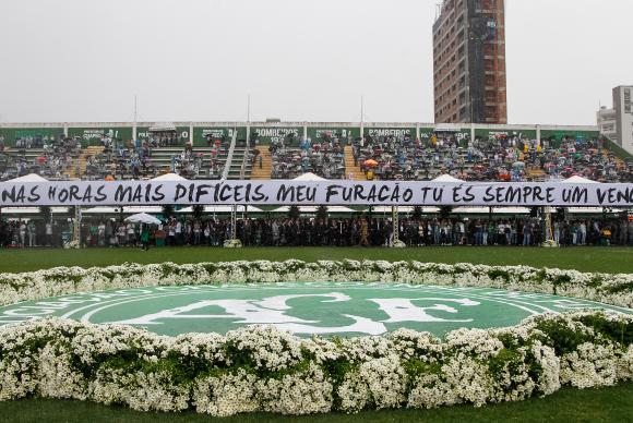 Cerimônia em Homenagem às vítimas do acidente com avião da Chapecoense, na Arena Condá. (Foto: Beto Barata/PR)