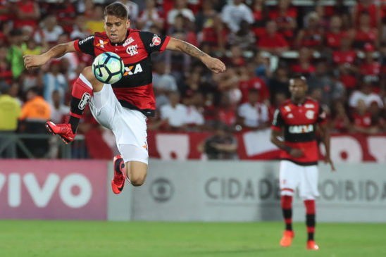 Muralha falha duas vezes e o Flamengo perde para o Santos por 2x1