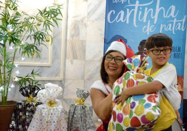 Mamãe Noel dos Correios, que entregará presentes a crianças