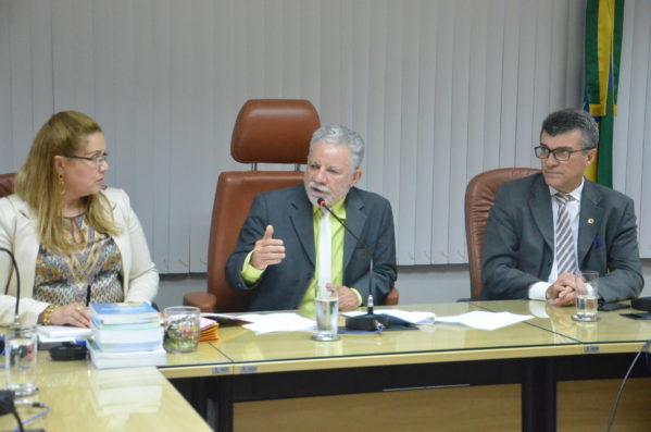 o líder do governo na Casa, deputado Francisco Gualberto (PT) explicou que a alteração atende a uma exigência da própria Caixa Econômica Federal.