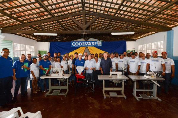 Codevasf entrega equipamentos de inclusão produtiva no sertão de Sergipe