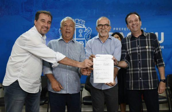 Edvaldo assina convênio com a Caixa e iniciará R$ 300 milhões em obras em Aracaju